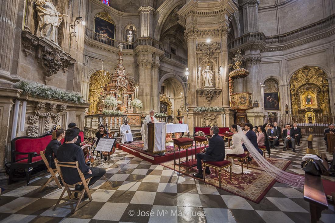 Boda de Chema y Belén en la Iglesia del Sagrario, Granada.