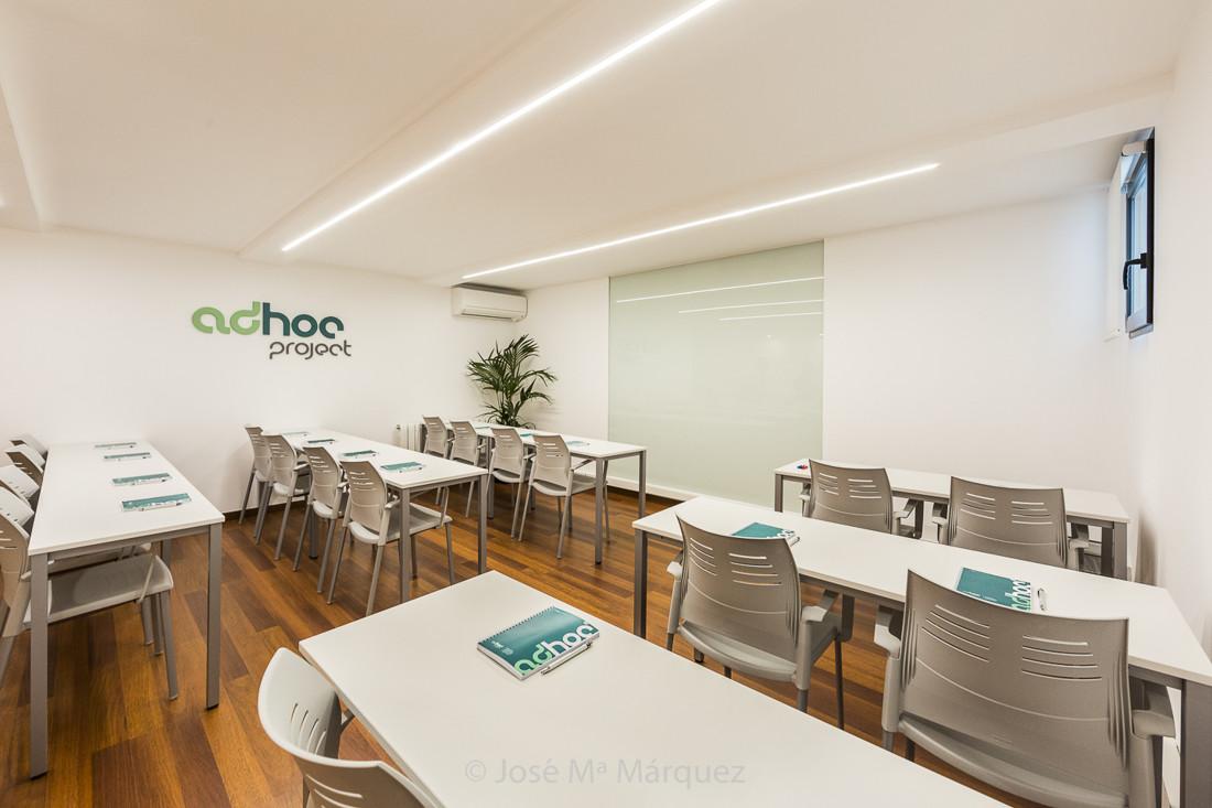 Clase con pizarra electrónica de un centro residencial para jóvenes. Fotógrafo profesional en Granada
