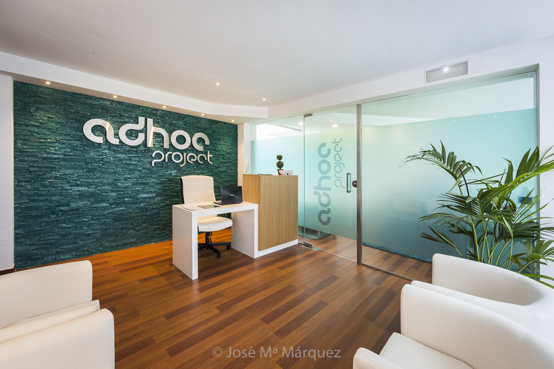 Recepción centro residencial Proyecto Adhoc. Fotografía publicitaría para empresas en Granada. Foto para web