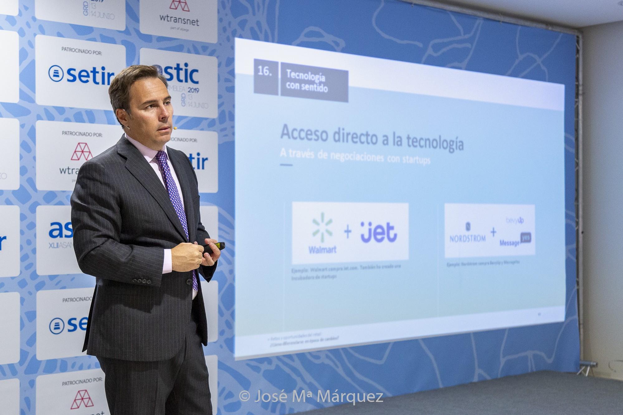 Conferencia de Dimas Gimeno en la inauguración de la Asamblea de ASTIC. Fotógrafo de Congresos en Granada.