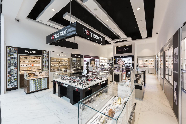Fotografía profesional de intalaciones comerciales en Granada. Vista general relojería In Time. Decoración e interiorismo
