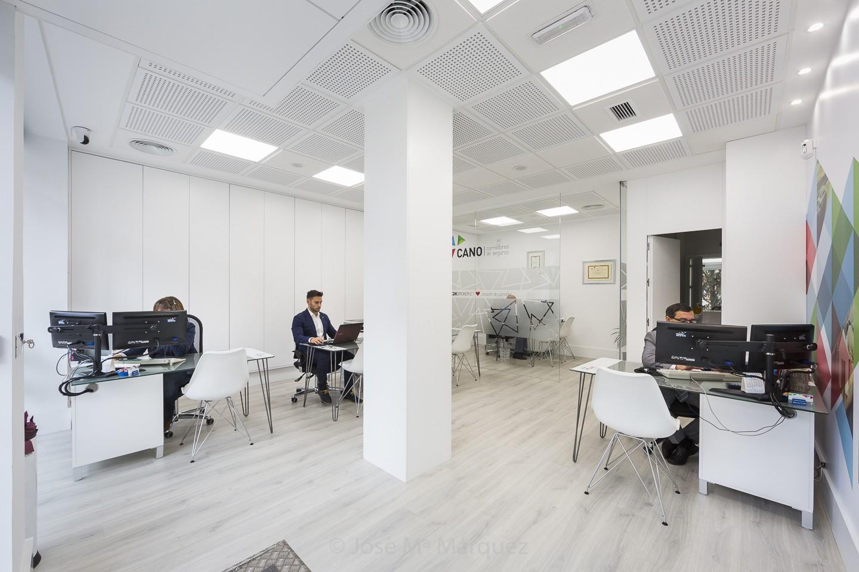 Correduría de Seguros Juan Cano. Oficina. Fotografía industrial Granada. Fotógrafo publicitario