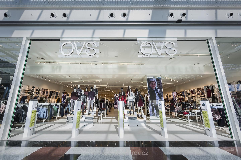 Entrada tienda OVS Centro Comercial Nevada. Fotografía industrial para empresas Granada